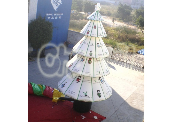 white inflatable christmas tree