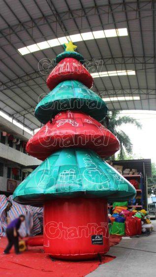 giant inflatable xmas tree