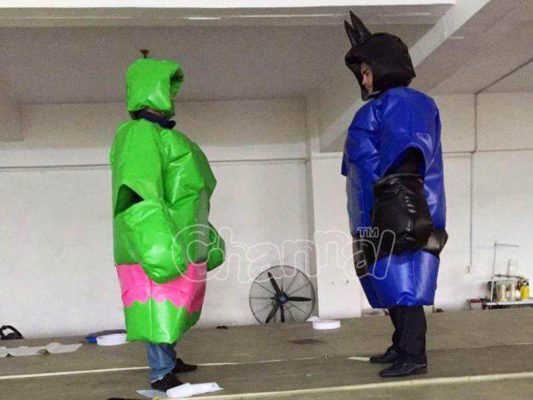 batman and the hulk duel in sumo suits