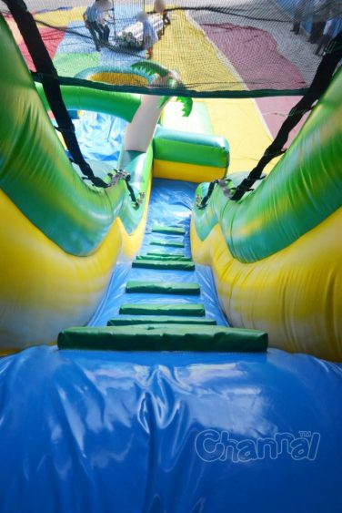 climb steps of tropical wet slide